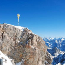 Enjoy the view from the Zugspitze peak with HiVino