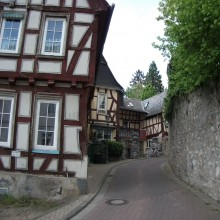 Beautiful half-timbered buildings in Diez - HiVino