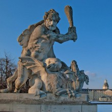 Imposing figures in Karlsruhe Palace - discover Germany with HiVino