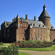Timeless facade of Anholt castle discovered with HiVino