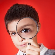 Young boy with magnifying glass - discover the science with HiVino