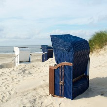 Beach chairs at the beach of Borkum – HiVino