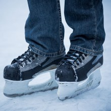Ice hockey skates - enjoy winter fun in Munich with HiVino