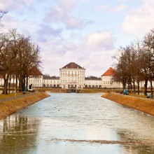Enjoy the ice sports on the castle channel in Munich - HiVino