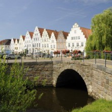 bridge in Friedrichstadt Germany - HiVino