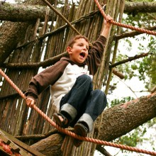 Young boy in the climbing forest Taunus - discovered with HiVino