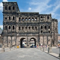 Discover the world famous Porta Nigra in Trier wit