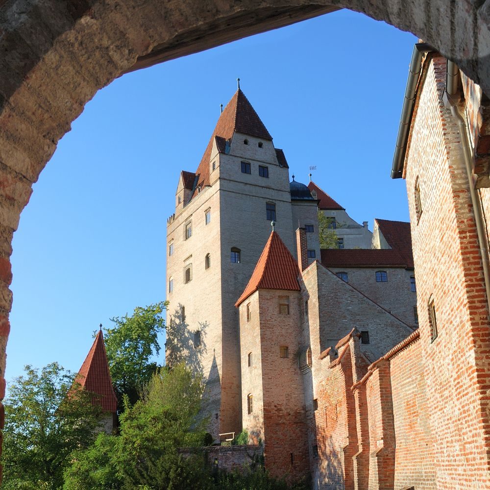 travel to trausnitz castle discover germany with hivino