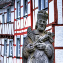 Sculpture of Saint Johann Nepomuk in Monreal - discover it with HiVino
