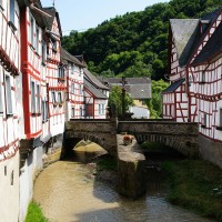 Monreal - beautiful town in the Eifel, Germany - HiVino