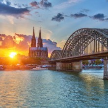 Sunset Hohenzollern Bridge Cologne – discover Germany with HiVino