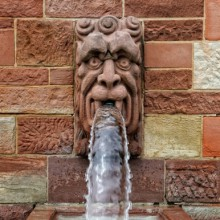 "Gargoyle on ""Schloss Johannisburg"" discovered with HiVino"