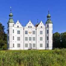 Picturesque Ahrensburg castle discovered with HiVino