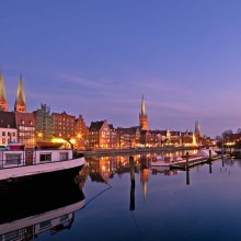 Night scenery at Lübeck haven - HiVino