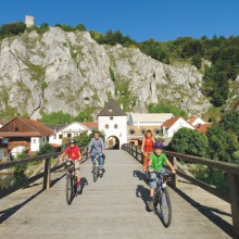 Explore the Altmühltal Nature Park by bike (c) Naturpark Altmühltal