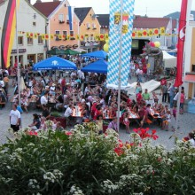 Beautiful market square in Dietfurt an der Altmühl, discovered with HiVino