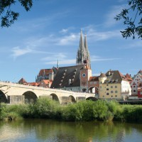 astonishing view onto Regensburg´s old bridge - HiVino