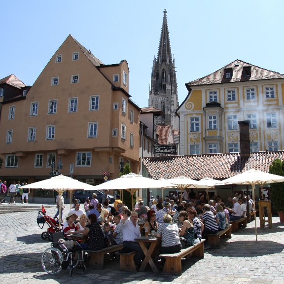 travel to regensburg a treasure for lovers discover germany with hivino. Black Bedroom Furniture Sets. Home Design Ideas