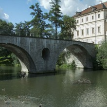 Beautiful bridge in Weimar – discover Germany with HiVino